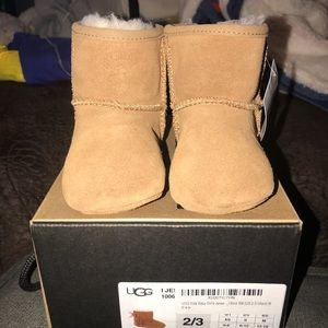 Brand New Jesse Bow UGG boots in size 2/3